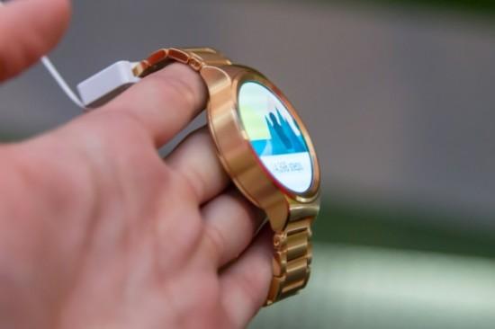золотая модификация Apple Watch Edition