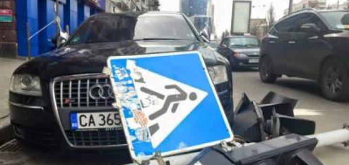 на Audi рухнул светофор