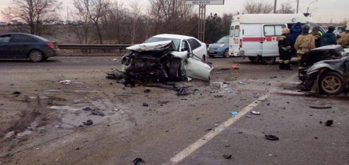 столкнулись два автомобиля есть пострадавшие