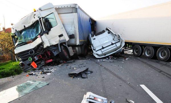 водитель фуры разбил шесть авто