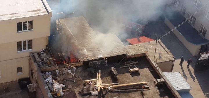 горела крыша ТРЦ