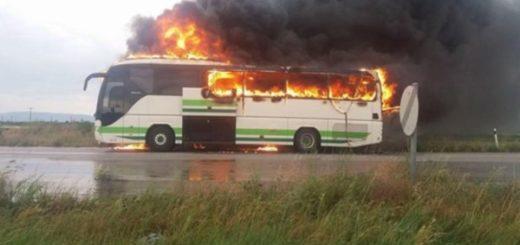 на ходу загорелся автобус