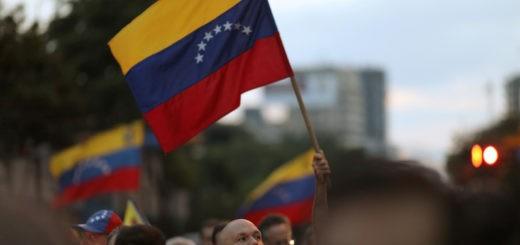 увеличить число военных специалистов в Венесуэле