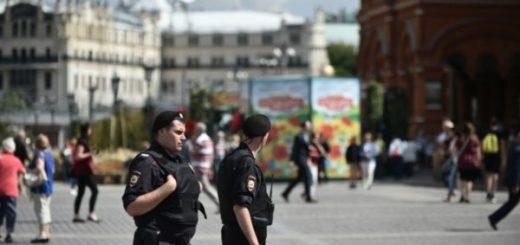 болельщицу арестовали в Москве за кражу на Красной площади